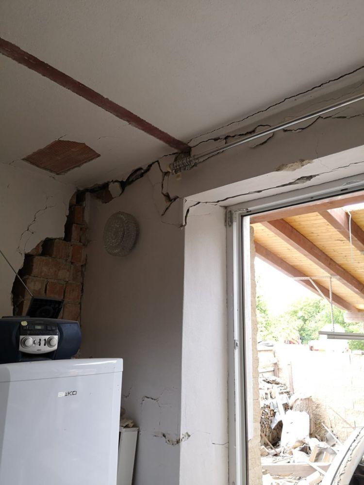 Výbuchem zničený domov nahradil moderní dům slide 1