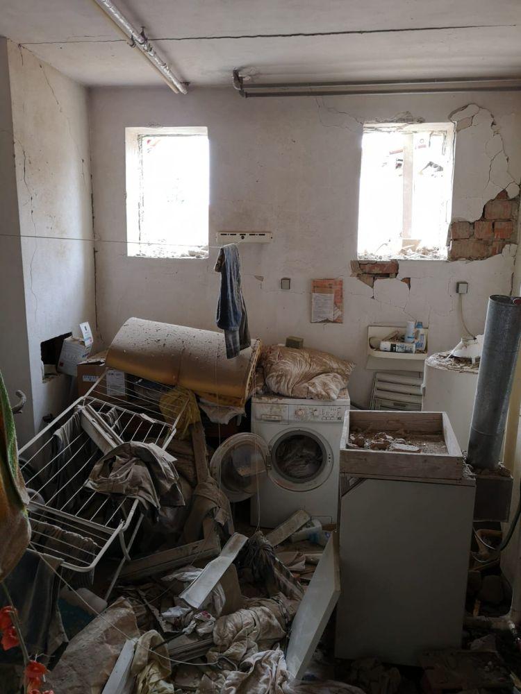 Výbuchem zničený domov nahradil moderní dům slide 2