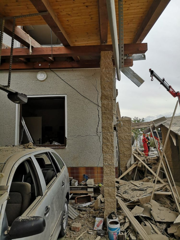 Výbuchem zničený domov nahradil moderní dům slide 3