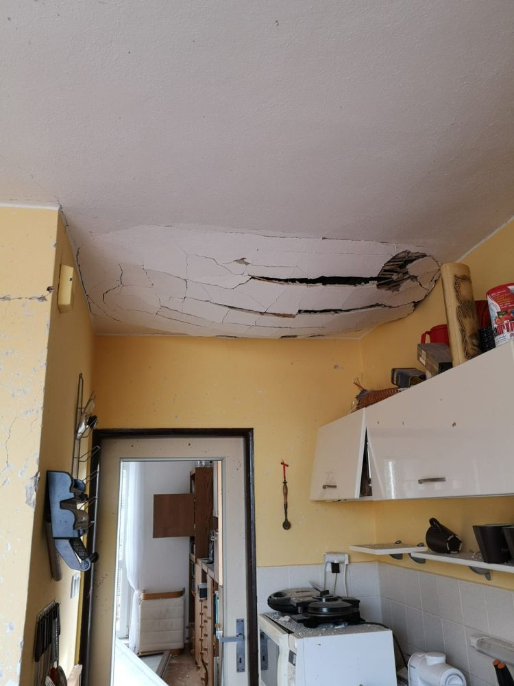 Výbuchem zničený domov nahradil moderní dům slide 4