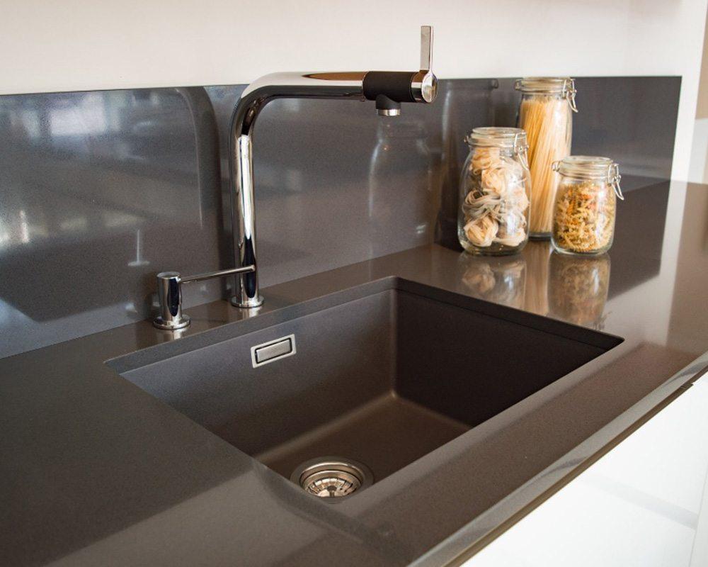 Velké formáty materiálů rezonují v realizacích domů i bytů slide 8